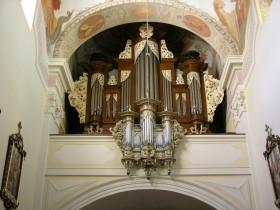 Lubiń (PL), Klasztor OO. Benedyktynów